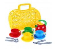 Корзинка с набором посуды (8)